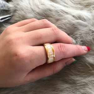 Jewelry - marbal look ring